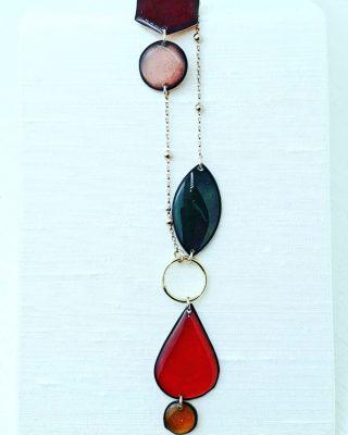 •Sfilata di colori• Nuova collezione *Arlequeen* Coming soon  #alloveyoujewels #necklace #trattareconcuraportarecongioia #silverjewels #designjewelry #madeinitaly #artisanal #colors #alloveyou @alloveyoujewels