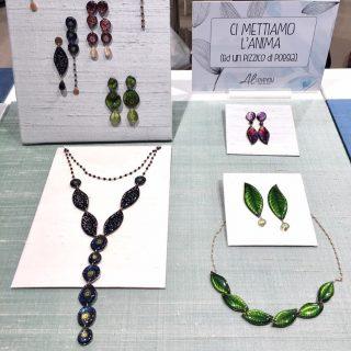 •Ci mancano i nostri clienti🍀• Collezione NaturalChic #alloveyou #silverjewelry #madeinitaly #artisanal #rivenditori #clientispeciali #trattareconcuraportarecongioia #alloveyoujewels @alloveyoujewels
